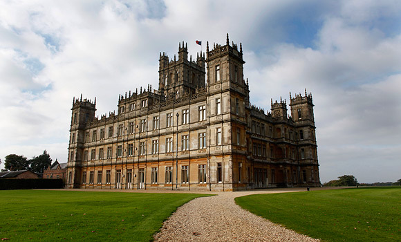 Win a trip to downton abbey in england cliqbait - Downton abbey chateau ...